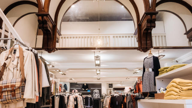 Intérieur de la boutique Souviron Palas à Oloron-Sainte-Marie