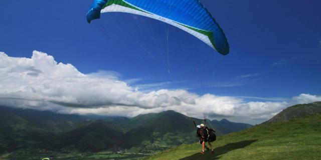 Parapente dans les Pyrénées Béarnaises