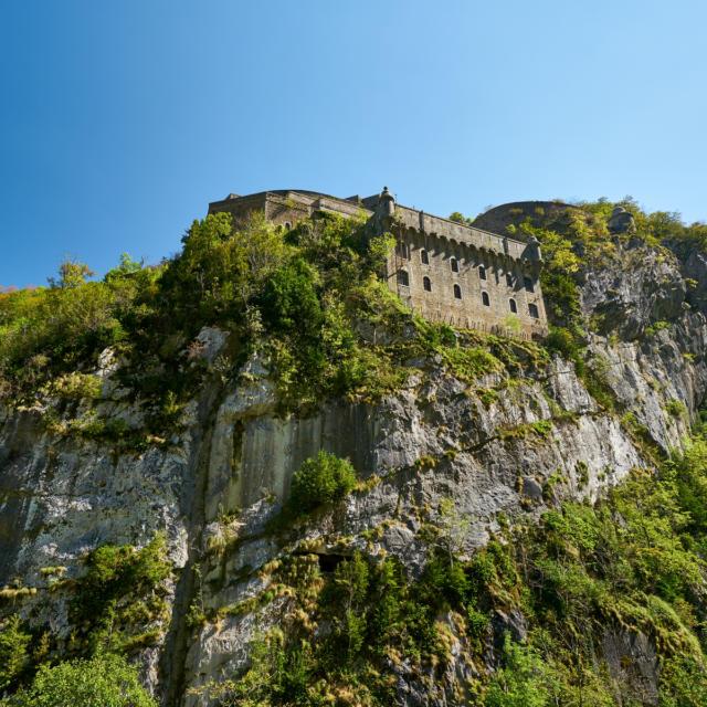 Vue sur le Fort du Portalet depuis la route