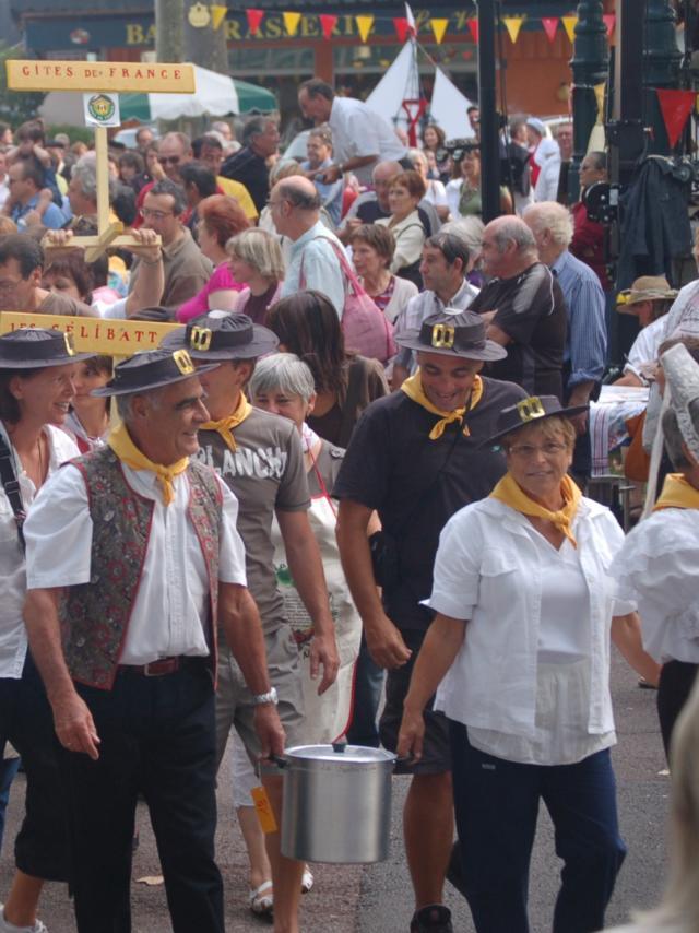 Groupe de participants de La Garburade, Défilé Des Marmites