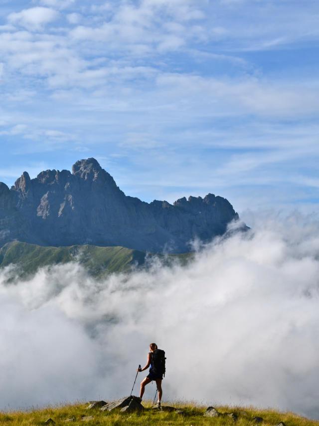 Les aiguilles d'Ansabère dans les nuages
