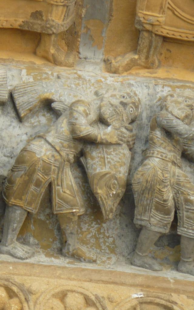 Sculptures du portail de cathédrale Sainte-Marie à Oloron Sainte-Marie