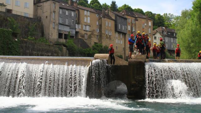 Descenso en rafting en el arroyo de Aspe