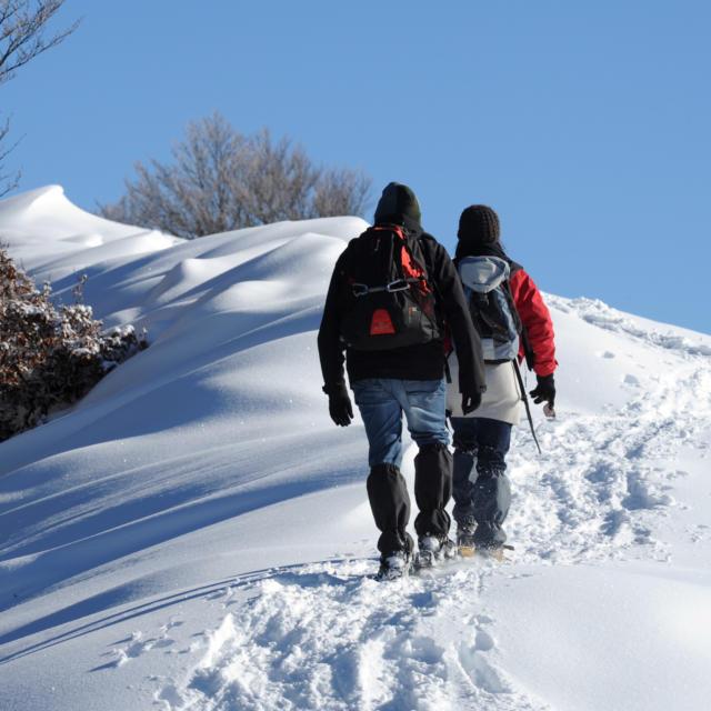 Raquetas de nieve en la estación de nórdica de Issarbe