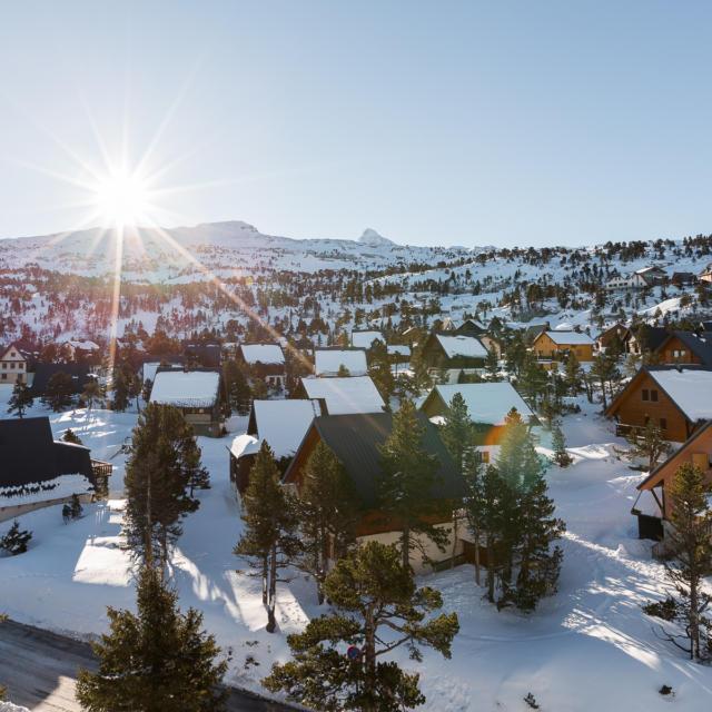 Village de chalets en hiver dans la station de La Pierre Saint-Martin