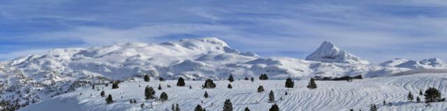Vue enneigée depuis La Pierre Saint-Martin
