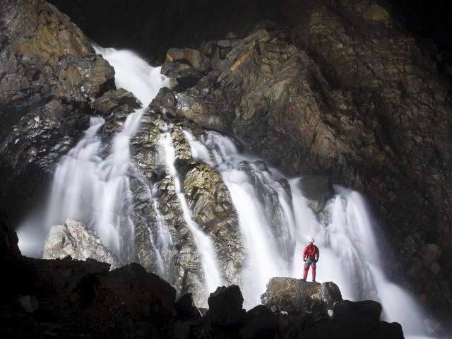 Cascade à l'intérieur de la Grotte de la Verna – Sainte-Engrace